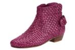 Низкий каблук блок обеспечивает оптимальный комфорт.  Убежденный модно плетеный кожаный.  Артикул: 022524Y.